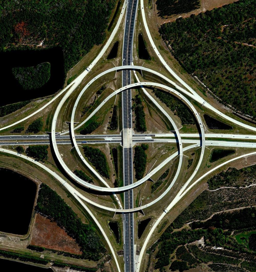 A turbine interchange connects two highways in Jacksonville, Florida. This structure consists of left-turning ramps sweeping around a centre interchange, thereby creating a spiral pattern of right-hand traffic.