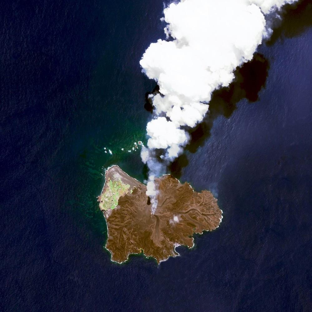 Nishinoshima is a volcanic island located 940 kilometres south of Tokyo, Japan. Starting in November 2013, the volcano began to erupt and continued to do so until August 2015. Over the course of the eruption, the area of the island grew in size from 0.06 square kilometres to 2.3 square kilometres.