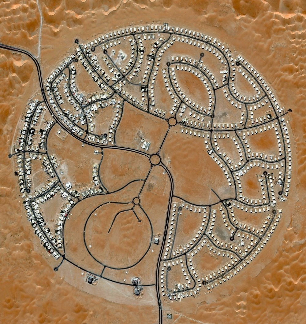 The villas of Marabe Al Dhafra in Abu Dhabi, United Arab Emirates are home to approximately 2,000 people. Located in one of the hottest regions of the world, the record high temperature here is 49.2°C.