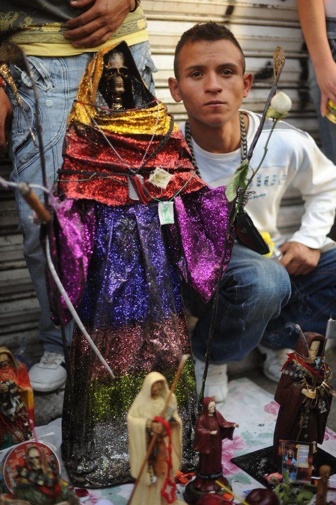"Toni François, <a href=""http://www.vice.com/en_uk/read/tepito-mexicos-grim-reaper-saint"" target=""blank"">Tepito, Mexico's Grim Reaper Saint</a>"