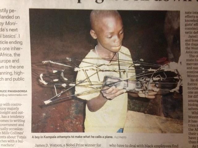 """Sueño ugandés: """"Un niño en Kampala intenta construir un avión""""."""