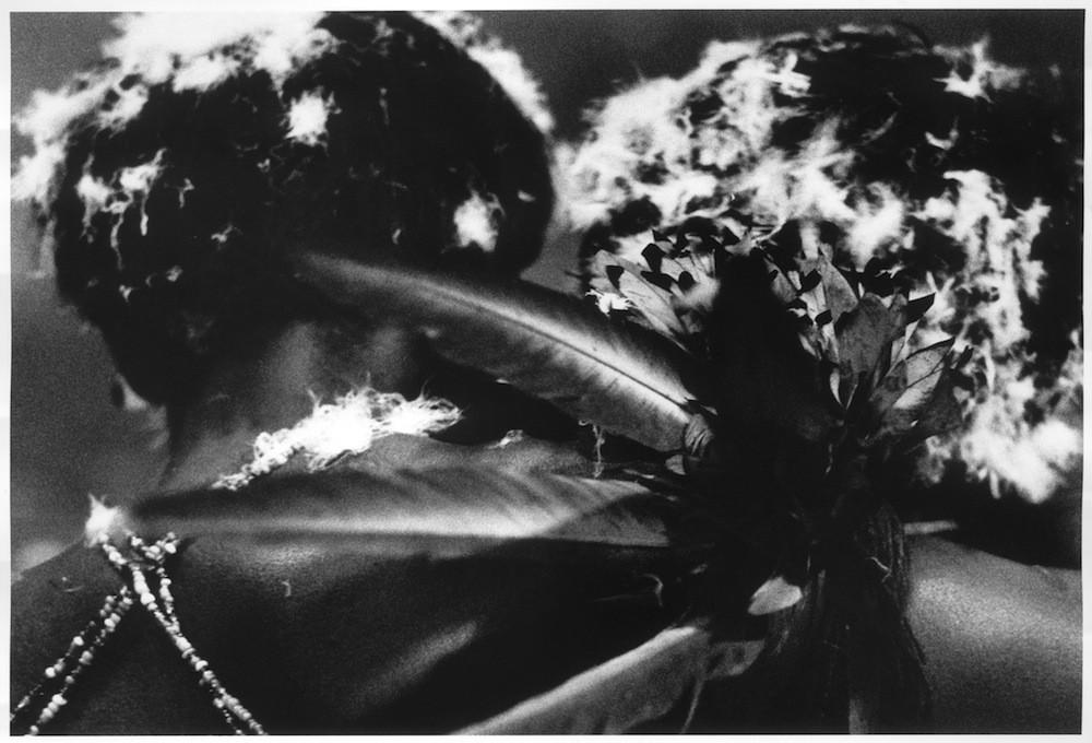 A través de sueños y trances, los chamanes yanomami trascienden los confines físicos de sus cuerpos y los límites de la conciencia humana para comunicarse con los xapiripë.