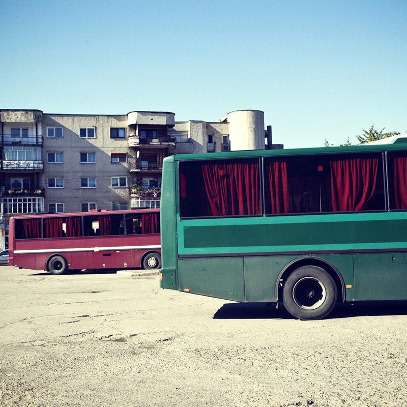 Un arrêt de bus à Brad, par Ioana Cîrlig