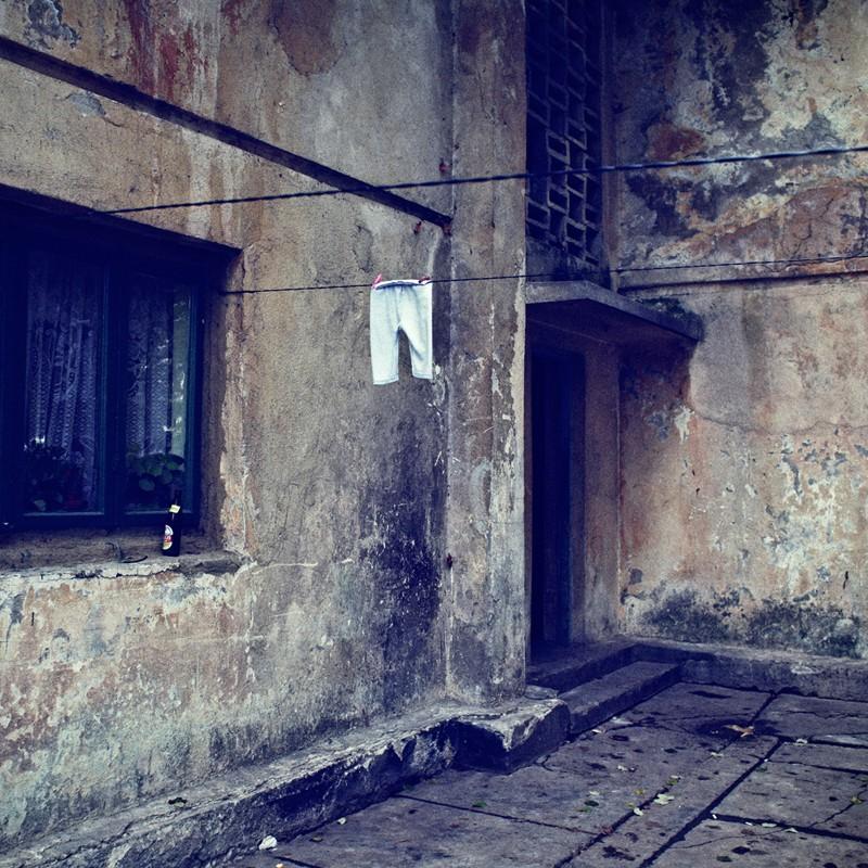 Ropa tendida en la colonia Mija, por Ioana Cîrlig