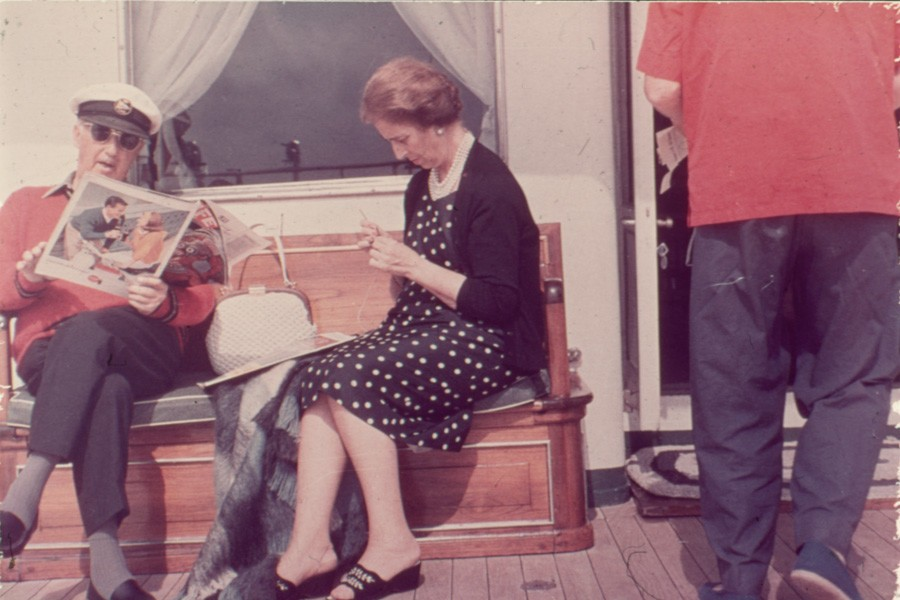 Franco con doña Carmen a bordo del Azor