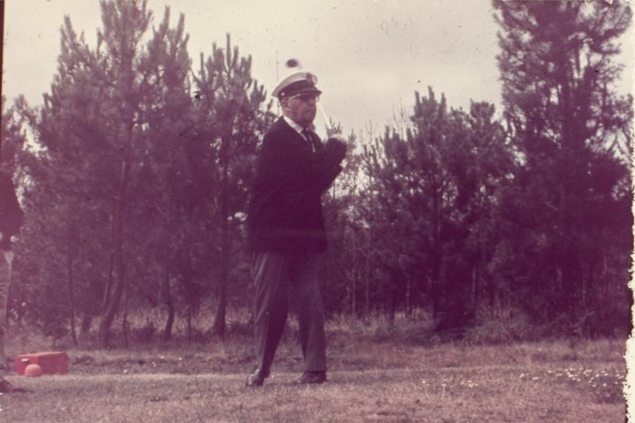 Franco practicando el golf