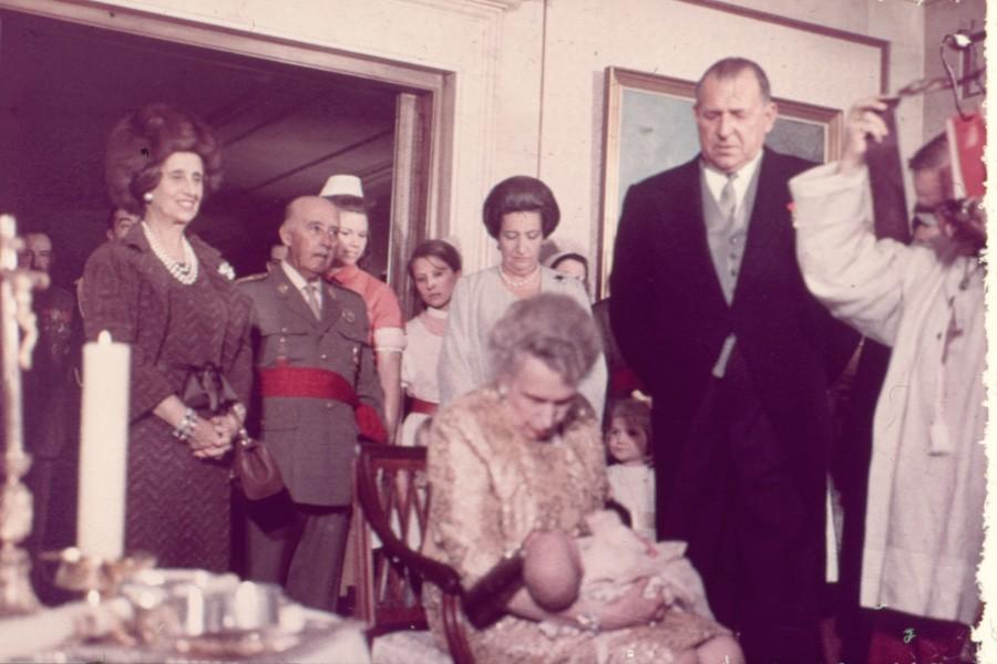 Franco en el bautizo en zarzuela del infante Felipe