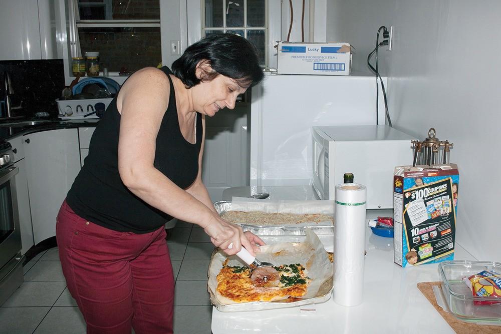 Mari nous a offert cette délicieuse pizza à pâte épaisse. Son goût était clairement plus italien que syrien.