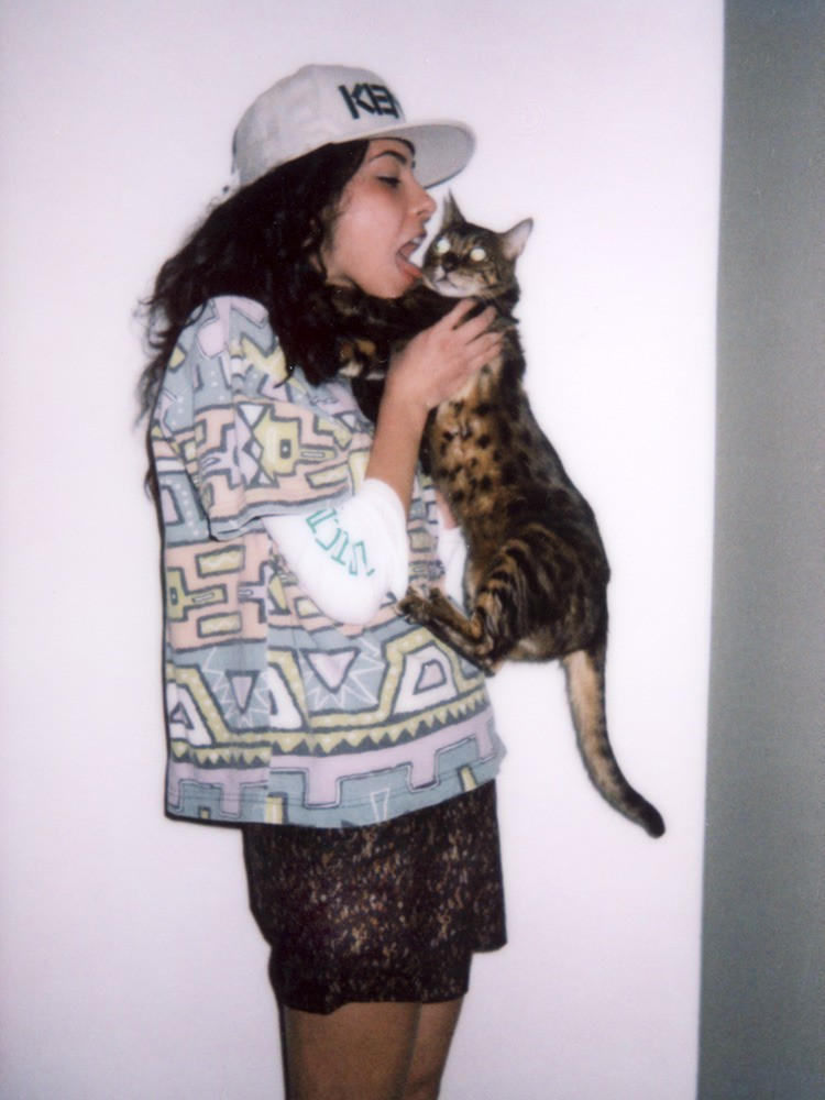 Gorra Kenzo, playera Vintage Stussy, camisa Ralph Lauren, shorts Marc por Marc Jacobs