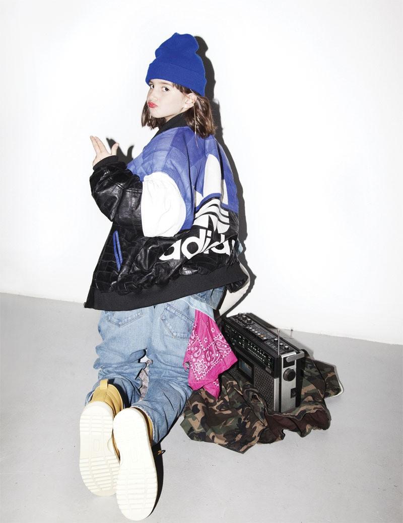Vintage-Mütze, Vintage-Lederjacke von adidas, Jeansjacke von adidas Originals, Hemd von WeSC, Jeans von Wrangler, Vintage-Bandana, Stiefel von Wolverine, Camo-Parka von Your Turn