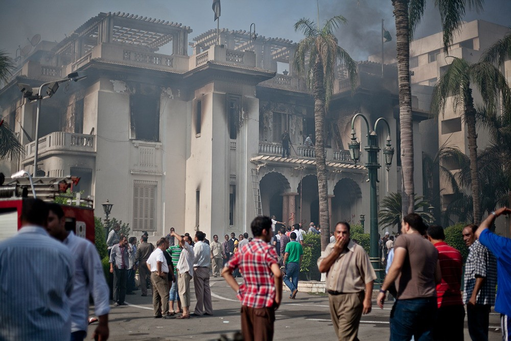 Giza governorate headquarters set on fire which reportedly was attacked by Morsi supporters.