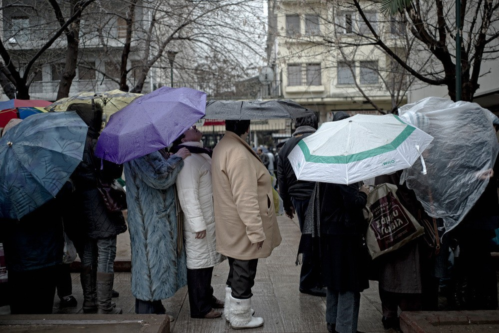 Twenty-seven percent of Greek families cannot afford to cover their basic needs. More and more people end up in soup kitchens organized by the church, NGOs, or citizens' initiatives.