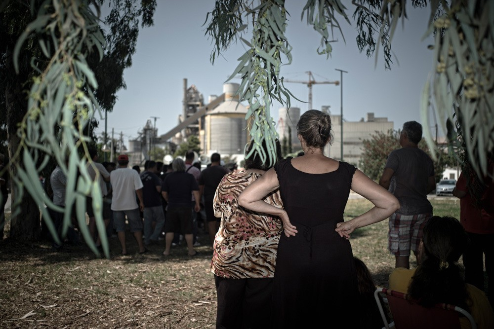 Hellenic Halyvourgia, one of the biggest Greek companies, has used the financial crisis to force workers to sign new contracts, reduce wages, and to fire some. Production came to a halt and the factory did not function for 272 days. Although the strikers' households could not count on a second salary as most of them were unemployed too, wives fully supported the fight against the owners.