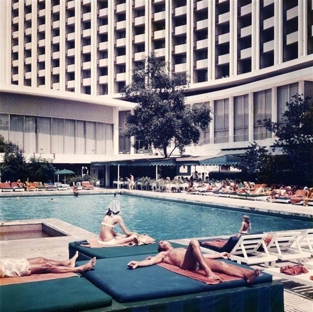 Στην πισίνα του ξενοδοχείου.