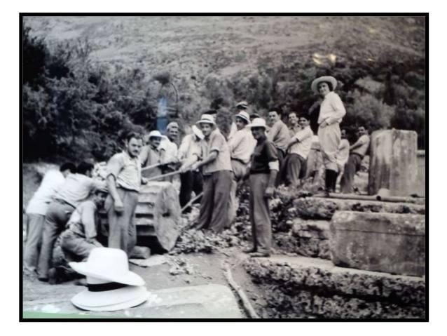 Ανασκαφές στα 50s. Το όνομα «Σαμοθράκη» ηχεί οικεία παγκοσμίως χάρη στη Νίκη της Σαμοθράκης που εκτίθεται στο Μουσείο του Λούβρου από το 1884. Πρόκειται για μαρμάρινο γλυπτό άγνωστου καλλιτέχνη που βρέθηκε στο ιερό των Μεγάλων Θεών στη Σαμοθράκη από την αρχαιολογική αποστολή του Κάρολου Σαμπουαζό.